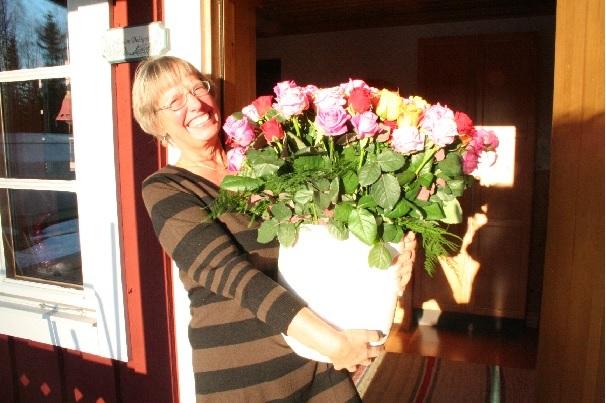 Annika Dahlqvist tar emot ett fång rosor 20 januari 2008